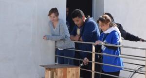 Los voluntarios de Ecocampus colocando una caja-nido en el CITE V