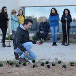 La UAL dedica uno de sus jardines a los voluntarios